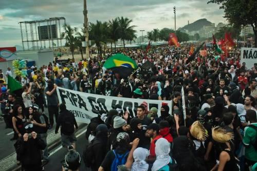 Manifestação no Rio de Janeiro durante a abertura do Mundial no Brasil./ Fonte: Mídia Ninja